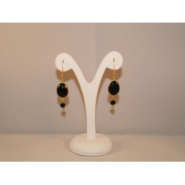 Earrings with onyx