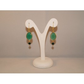 Earings with emerald crystal